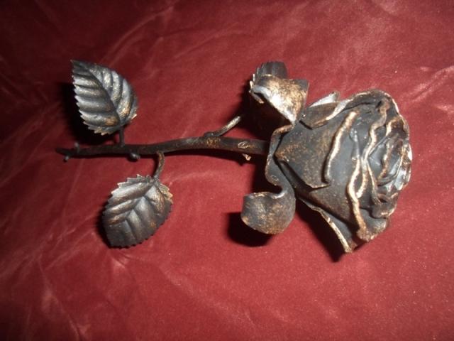 Фото кованой розы в Сыктывкаре. Кованая роза цена. Стоимость кованой розы